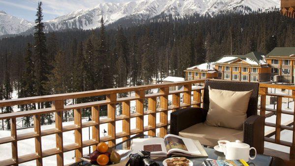 most scenic restaurant in Kashmir