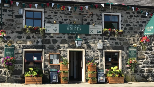 Places to visit in Wales The Golden Fleece Inn
